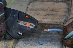 Плоскогубцы провода обнажая Стоковое Фото