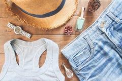 Плоское положение женских вскользь одежд, собрание лета Стоковые Фотографии RF