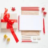Плоское положение Карточка или письмо Christmass к Санта Клаусу Принципиальная схема праздника Стоковые Фото