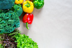Плоское положение свежих овощей с космосом экземпляра Стоковые Фотографии RF