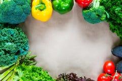 Плоское положение свежих овощей с космосом экземпляра Стоковое Изображение RF