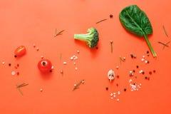 Плоское положение сырцовых овощей на абстрактной предпосылке Стоковое Изображение