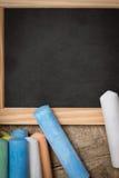 Плоское положение, шифер с красочным crayon стоковые изображения rf