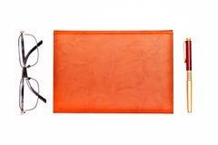 Плоское фото положения notepadб и и стекла изолированные на whit Стоковое Изображение RF