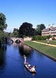 Плоскодонки на кулачке реки, Кембридже Стоковая Фотография