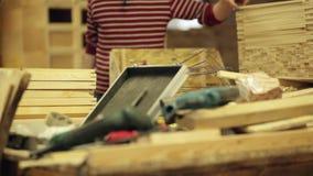 Плотник на електричюеских инструментах работы видеоматериал
