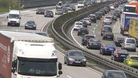 Плотное движение на немецком шоссе A3 видеоматериал