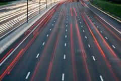 Плотное движение на шоссе на ноче Стоковое Фото