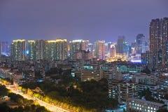 Плотный взгляд ночи зданий Стоковое фото RF