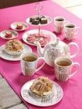 Плотный ужин с чаем на розовой скатерти Стоковые Изображения RF