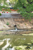Плохая вода от города, загрязнения воды Стоковое Изображение