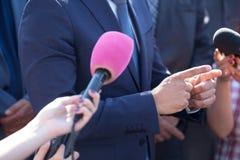 плохая ложная рука жеста не значит нет портрет персоны счастья бизнесмена дела Интервью средств массовой информации Стоковые Фотографии RF