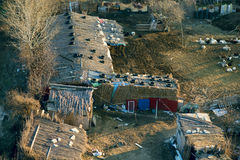 Плохие старые дома около города Стоковое Изображение RF