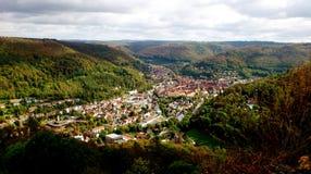 Плохое Urach, Германия славная долина между лесами Стоковые Фотографии RF
