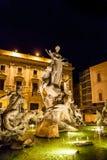 Площадь различных каменных статуй в фонтане Стоковая Фотография