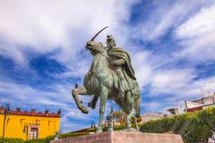 Площадь Civica San Miguel de Альенде Мексика статуи генерала Альенде Стоковая Фотография RF