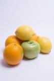 плодоовощи бананов предпосылки изолировали белизну tangerine груши кивиа Стоковое Фото