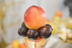 Плодоовощи на таблице Стоковое Изображение