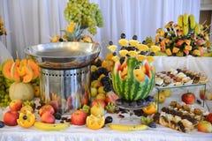 Плодоовощи на таблице Стоковые Изображения