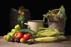 Плодоовощи, овощи и мешок джута Стоковое фото RF