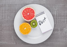 Плодоовощи смешивают киви грейпфрута оранжевый на диете плиты Стоковая Фотография RF
