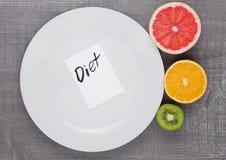 Плодоовощи смешивают киви грейпфрута оранжевый на диете плиты Стоковое фото RF