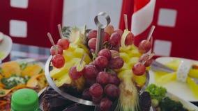 Плодоовощи для партии коктеиля catering сток-видео
