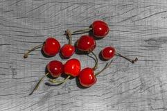 Плодоовощ вишни на древесине Стоковые Изображения RF