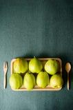 Плодоовощ груши на деревянной плите Стоковая Фотография