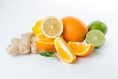 Плодоовощ Известка лимона имбиря оранжевая и зеленые листья мяты Стоковое Фото