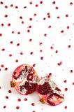 Плодоовощ и семена гранатового дерева на белой предпосылке Стоковая Фотография
