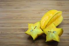 Плодоовощ карамболы или плодоовощ звезды (карамбола Averrhoa) Стоковая Фотография