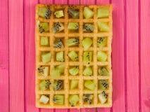 Плодоовощ кивиа на провозглашанном тост Waffle Стоковая Фотография RF