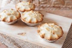 Плодоовощ клубники пирожного на деревянном Стоковые Фотографии RF