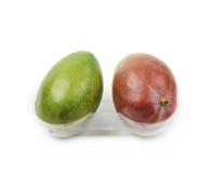 2 плодоовощ манго в пластичном случае Стоковые Фото
