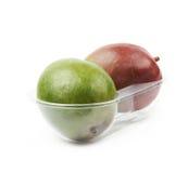 2 плодоовощ манго в пластичном случае Стоковые Изображения RF