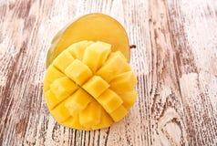 Плодоовощ манго на древесине Стоковые Фотографии RF