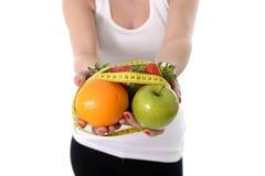 Плодоовощ нося женщины в образе жизни рук здоровом Стоковое Фото