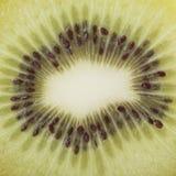 плодоовощ предпосылки близкий изолировал киви над поднимающей вверх белизной Стоковые Фото