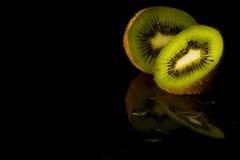 плодоовощ предпосылки близкий изолировал киви над поднимающей вверх белизной Стоковое Изображение RF
