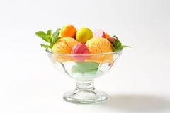 Плодоовощ-приправленные мороженое и пралине Стоковые Изображения