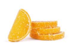 плодоовощ формы цитруса конфет предпосылки изолировал дольки студня студней белые Конфеты студня и свежий цитрус в дольках формы Стоковые Изображения RF