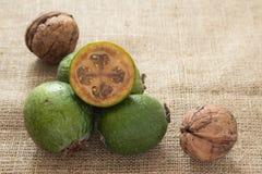 Плодоовощ Feijoa на деревянной предпосылке Стоковые Фотографии RF