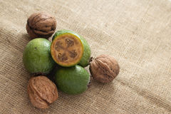 Плодоовощ Feijoa на деревянной предпосылке Стоковое Изображение RF
