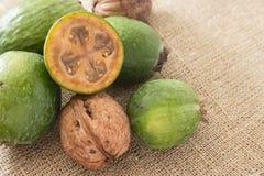 Плодоовощ Feijoa на деревянной предпосылке Стоковое Фото