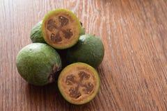 Плодоовощ Feijoa на деревянной предпосылке Стоковые Фото