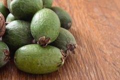 Плодоовощ Feijoa на деревянной предпосылке Стоковое фото RF