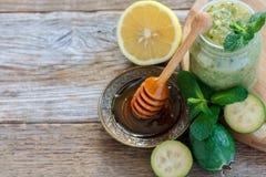 Плодоовощ Feijoa с лимоном и медом Стоковая Фотография