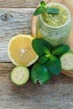 Плодоовощ Feijoa pureed с лимоном и sprig мяты Стоковое фото RF