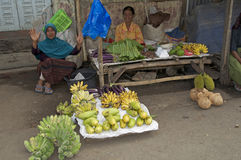 Плодоовощ Flores sellinf женщин Стоковое Фото